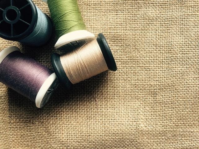 生地と縫い糸のイメージ